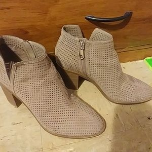 DV by Dolce Vita Shoes - DV Ettie Emerson Heeled Booties